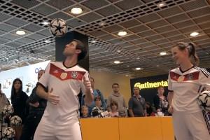 """Video - Messe-Show """"Die Fussballartisten"""" auf der IAA 2015"""