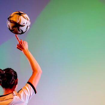 Fußballartistin Miriam Willems live in der Stadthalle Osterode (Foto: Dietrich Kühne)
