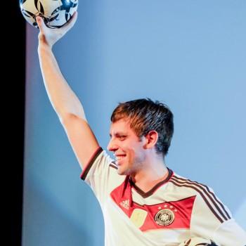 Fußball-Jongleur Sebastian Heller nach erfolgreicher Show (Foto: Dietrich Kühne)