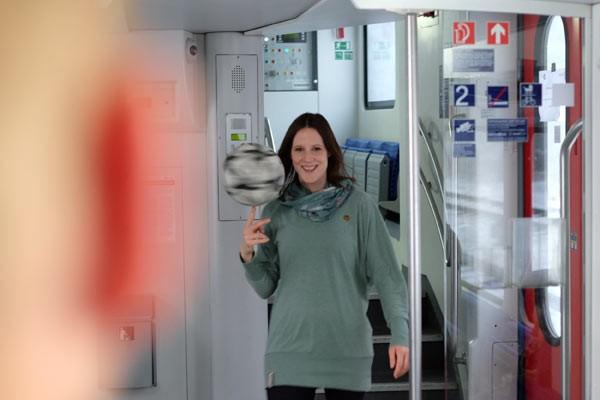 DB Werbespot mit Fußball-Freestylerin Miriam Willems