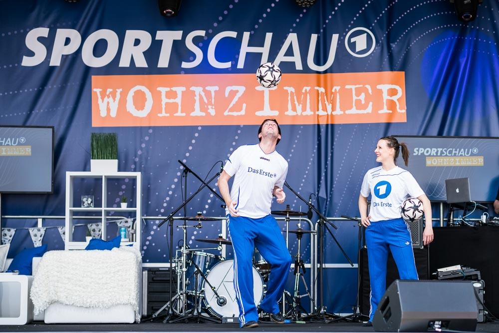 Fußballjongleur Sebastian Heller tritt beim DFB Pokalfinale in Berlin auf
